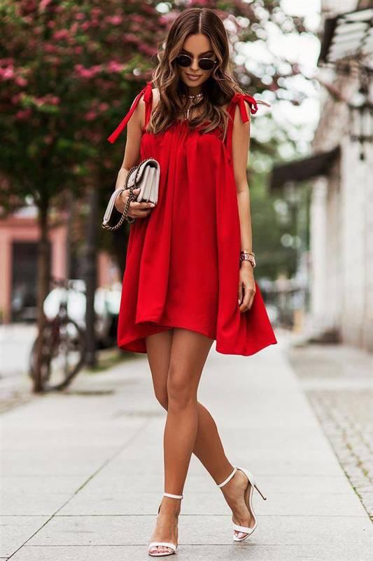 andi z wiązaniami na ramionach czerwona elegancka mini sukienka falbaną