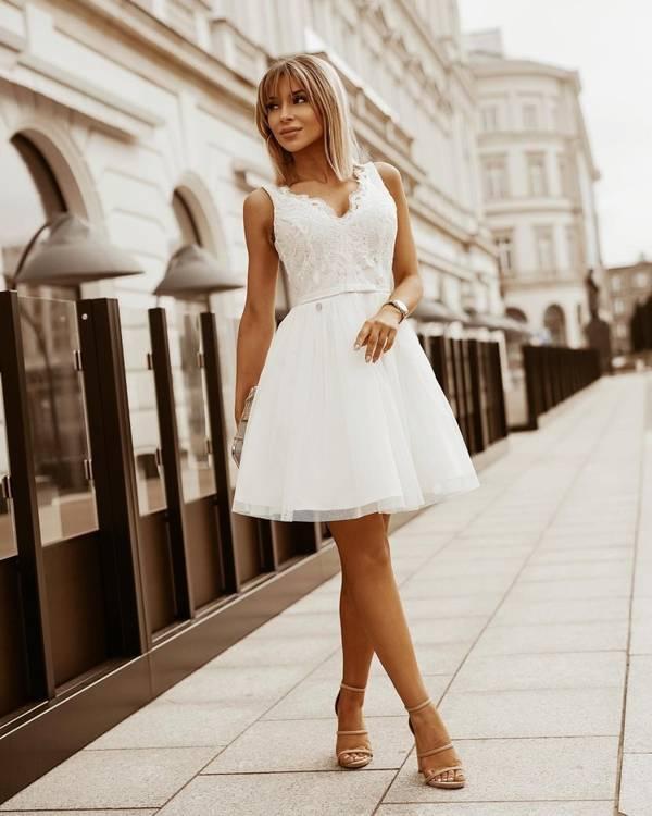 Sukienka koronkowa na ślub lekko rozkloszowana- biały